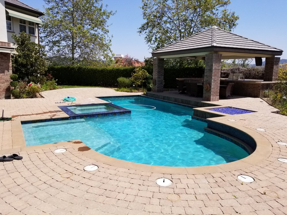 Oak Park pool cleaning services
